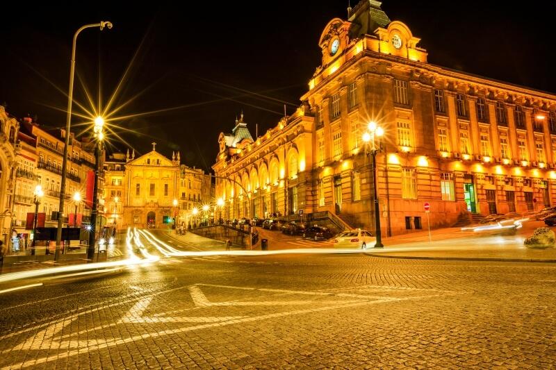 Fly Drive Porto - stad bij nacht