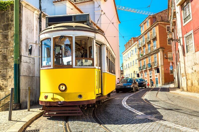 Fly Drive Lissabon tram
